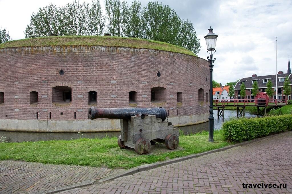 Амстердамская военная линия оборонительных сооружений