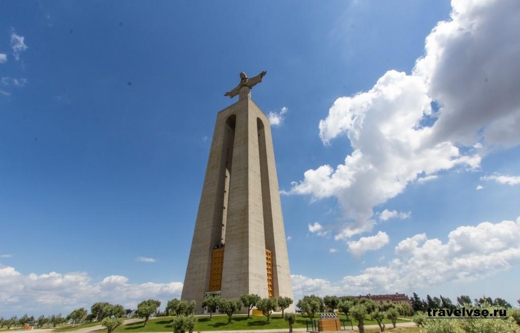 Статуя Кришту Рей