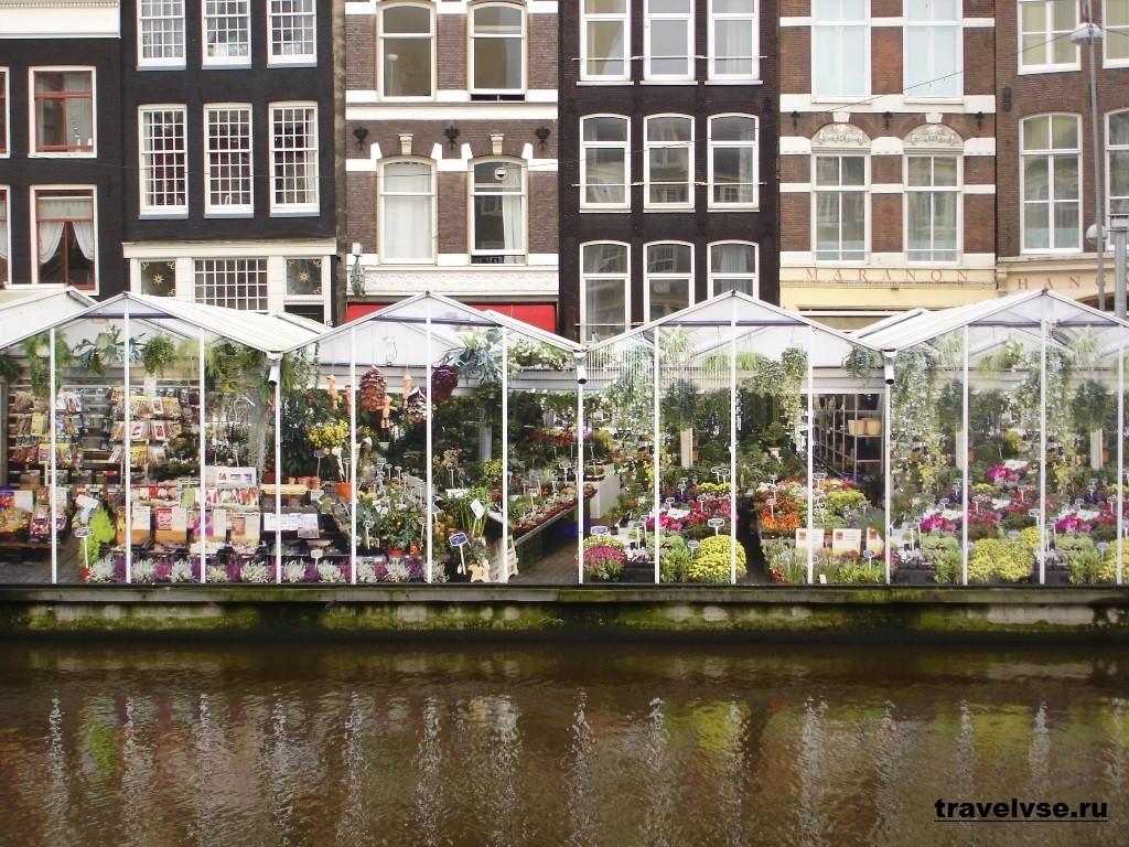 Плавающий цветочный базар